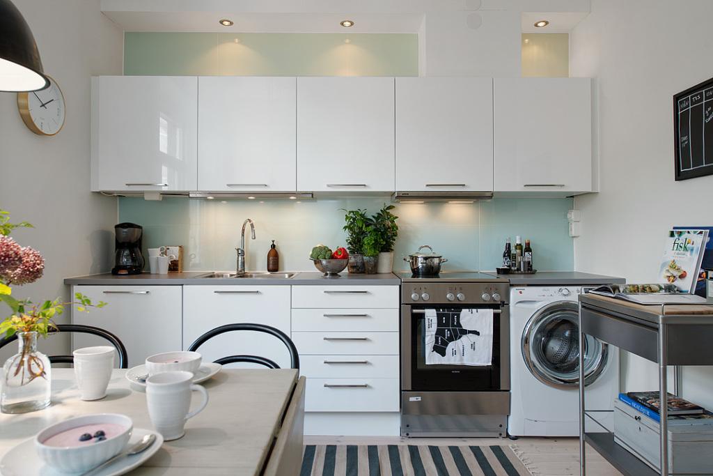 Белые глянцевые шкафы в интерьере фото
